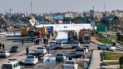 El 17 de enero de 2020 un avión comercial de Caspian Airlines con 135 pasajeros se detuvo sobre una autopista de Irán y nadie resultó herido (AFP)