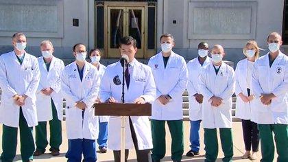 El médico del presidente Donald Trump, Sean Conley, y el equipo que lo trata por COVID-19
