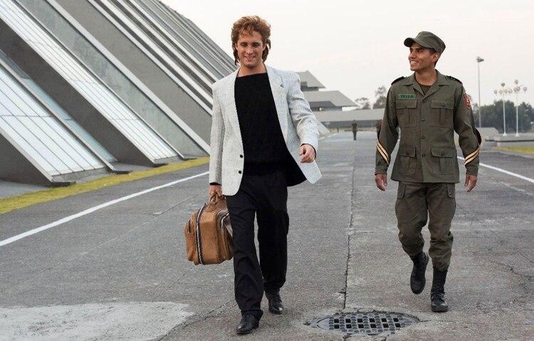"""Luis Miguel y """"el cadete Tello� crearon una buena relación (Foto: Netflix)"""