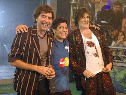 """Diego Maradona, Joaquin Sabina y Charly Garcia en """"La Noche del Diez"""" (Foto NA: PRENSA CANAL TRECE)"""