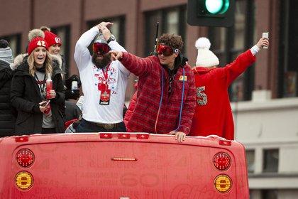 Los Chiefs ganaron su primer título de Super Bowl en 50 años el domingo reuniéndose en el último cuarto para derrotar a los San Francisco 49ers 31-20