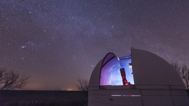 Los científicos tiene cada vez más certezas de que detectar vida más allá de la Tierra hará poner a la humanidad en un lugar incómodo de incertidumbre (Shutterstock)