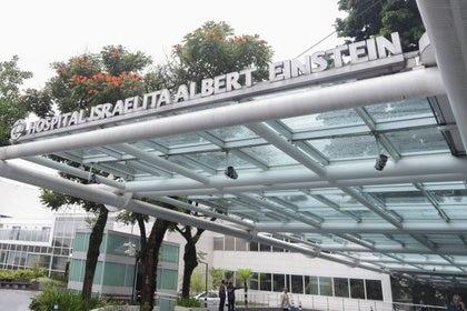 Imagen de la fachada del Hospital Albert Einstein, donde se encuentra una persona que se convirtió en el primer paciente de América Latina con coronavirus, en Sao Paulo, Brasil , Febrero 26, 2020. REUTERS/Rahel Patrasso