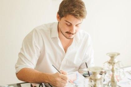 Martín Georg en su atelier en Recoleta preparando sus nuevos bocetos (Federico Valdez)