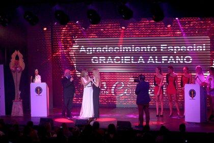 """Graciela Alfano está protagonizando la comedia """"Los Corruptelli"""" en la villa cordobesa"""