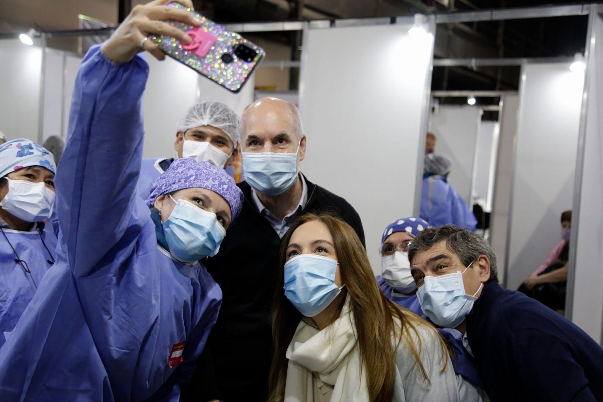 Horacio Rodríguez Larreta y María Eugenia Vidal visitaron un vacunatorio