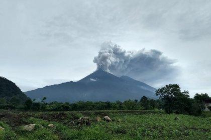 La erupción del volcán en El Rodeo, Guatemala (AFP PHOTO / CONRED)
