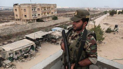 Uno de los 20.000 terroristas de Hamas que proveen seguridad en el enclave (AFP)