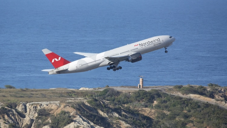 El avión matrícula VP-BJG despegando de Caracas (Reuters)