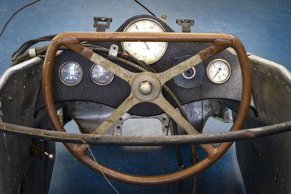 El volante y tablero originales del Mercedes T 80.