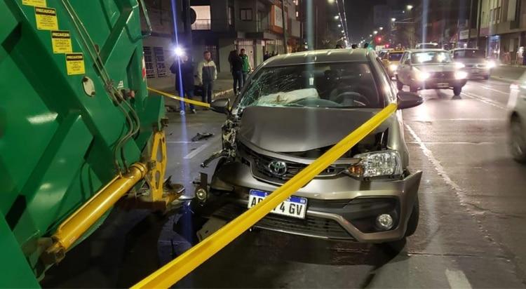 Así quedó el auto tras colisionar con el camión (Foto: gentileza El Doce)