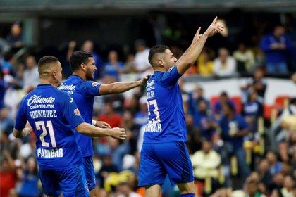 Pablo Aguilar celebró con sus compañeros después de anotar un gol a pesar de tratarse de su ex equipo el América (Foto: EFE/José Méndez)