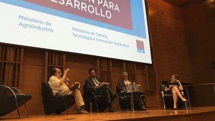 Expertos destacaron la importancia de incorporar cada vez más la idea de investigación-acción. De izquierda a derecha: Roberto Cittadini, Celso Luiz Moretti y Javier Ekboir.