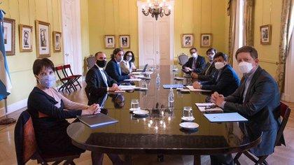 El ministro Martín Guzmán y el Jefe de Gabinete, Santiago Cafiero, reasignaron partidas presupuestarias para el resto del año