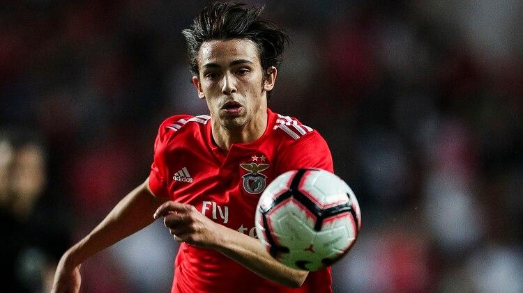 Joao Félix tuvo una gran temporada en Benfica y despertó el interés de clubes como Juventus, Manchester City, Real Madrid y Paris Saint Germain (Photo by CARLOS COSTA / AFP)