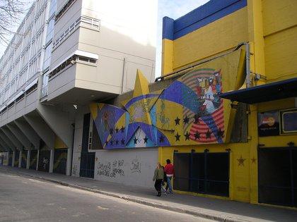 """""""Mito y Destino"""" de 1997, en las afueras de la Bombonera, cuando fue la remodelación del estadio de Boca"""