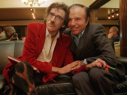 """Carlos Menem junto al músico Charly García quien dijo de él: """"Menem fue un político mucho más humano que los que vinieron después"""". (NA: MARCELO CAPECE)"""