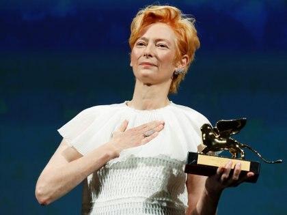 """Tilda Swinton recibió el """"León de Oro Honorífico"""" en el Festival de Cine de Venecia en 2020. REUTERS/Yara Nardi"""