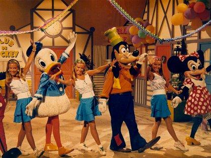 En El Club de Mickey, uno de sus programas favoritos  (Archivo personal Trillizas de Oro)