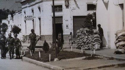 La estrategia en Tucumán estuvo basada en la eliminación de las bases de apoyo de los guerrilleros en la ciudad, extendiendo el margen de acción mucho más allá de las operaciones en el monte. Además de ser el máximo jefe militar