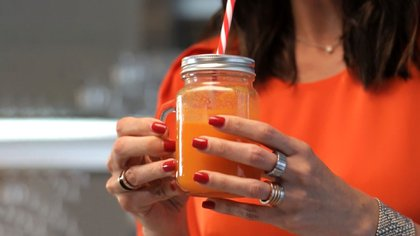 Jugo de zanahoria, manzana verde, naranja y miel