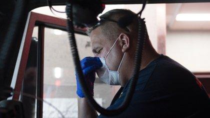 El tendal de muertos y daños económicos no será fácilmente olvidado, más allá del envió por parte de Beijing de material médico y logístico (Photo by ANDREW CABALLERO-REYNOLDS / AFP)