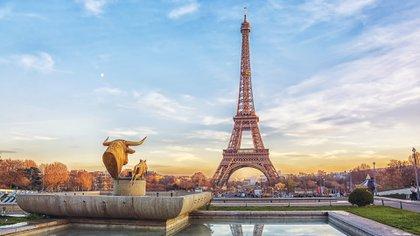 Fue construido en 1887 y lleva el nombre de Gustave Eiffel. Aunque los parisinos originalmente odiaban la estructura, ahora es un hito icónico en la ciudad, que fue el edificio más alto del mundo durante 41 años (hasta el Edificio Chrysler en Nueva York en 1930)