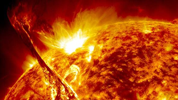 El Sol se formó hace aproximadamente 4600 millones de años a partir del colapso gravitacional de la materia dentro de una región de una gran nube molecular (NASA)