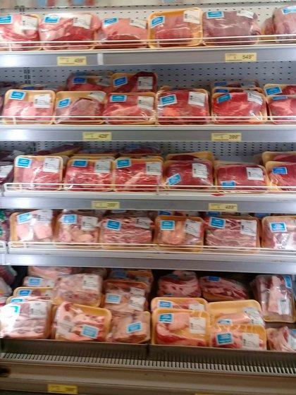 Los supermercados hicieron circular sus propias fotos con la carne ofrecida en el marco del acuerdo de precios.