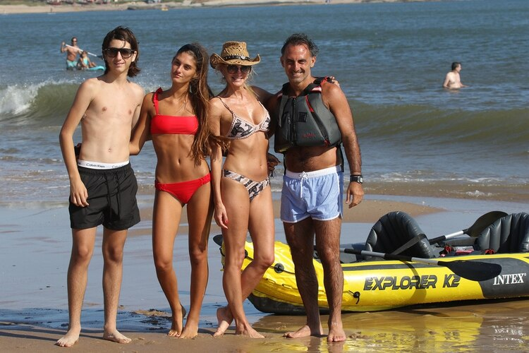 Diego Latorre con short celeste y su hijo con short negro (GM Press)