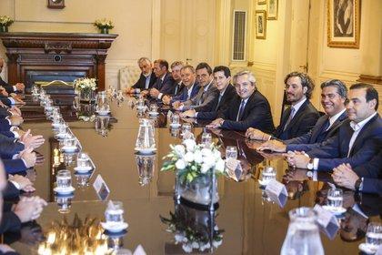 Antes de la pandemia: el presidente Alberto Fernández en la Casa Rosada, junto a gobernadores y gobernadoras provinciales (NA)