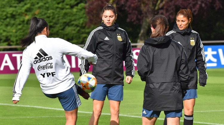 El entrenador Borrello deberá decidir la formación y el esquema para enfrentar a Inglaterra (Crédito: Stefanía León – AFA)
