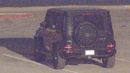El auto de la actriz estacionado cerca de la compañía de alquiler de botes