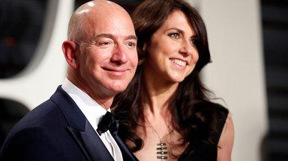 Bezos y su anterior esposa, MacKenzie Scott, que en el divorcio se quedó con cerca del 25% de las acciones de Amazon