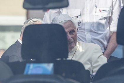 """Benedicto XVI pasará en Alemania """"el tiempo que sea necesario"""", según un comunicado del Vaticano (AP)"""