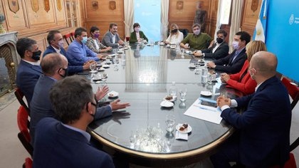 La reunión que mantuvieron los referentes del oficialismo y la oposición el último martes (@wadodecorrido)