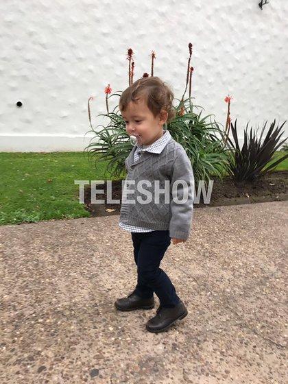 Pedro caminando por los estudios que quedan en Don Torcuato