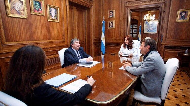 Cristina Fernández se reunió la semana pasada con José Mayans (Frente de Todos) y Luis Naidenoff (Juntos por el Cambio)