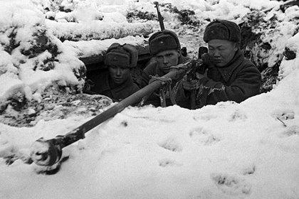 Soldados soviéticos operan un cañón antitanque en las afueras de Moscú, en 1941 (Deutsches Bundesarchiv)