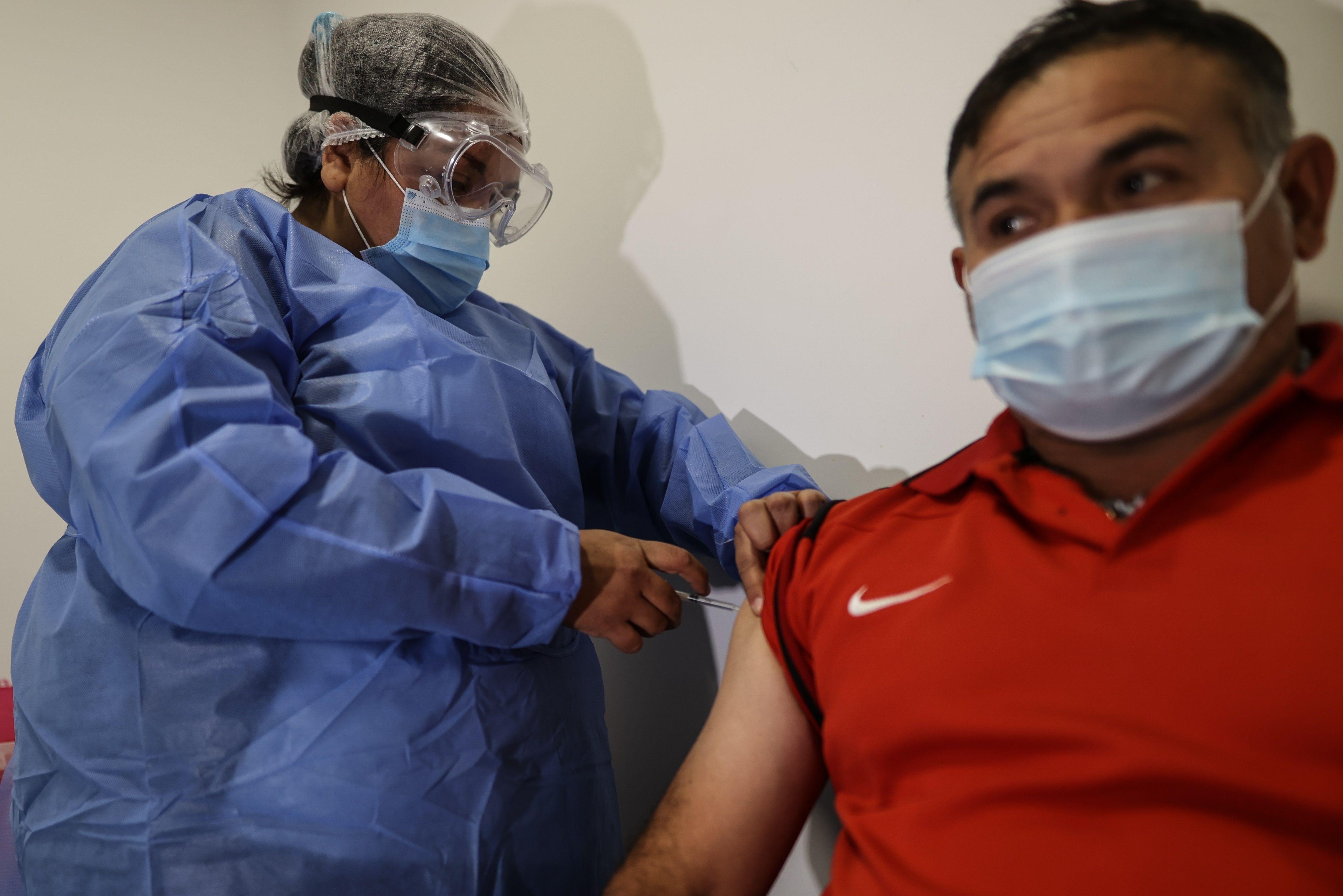 La donación de Estados Unidos se usaría para vacunar a menores de 18 años en Argentina (EFE/Juan Ignacio Roncoroni/Archivo)