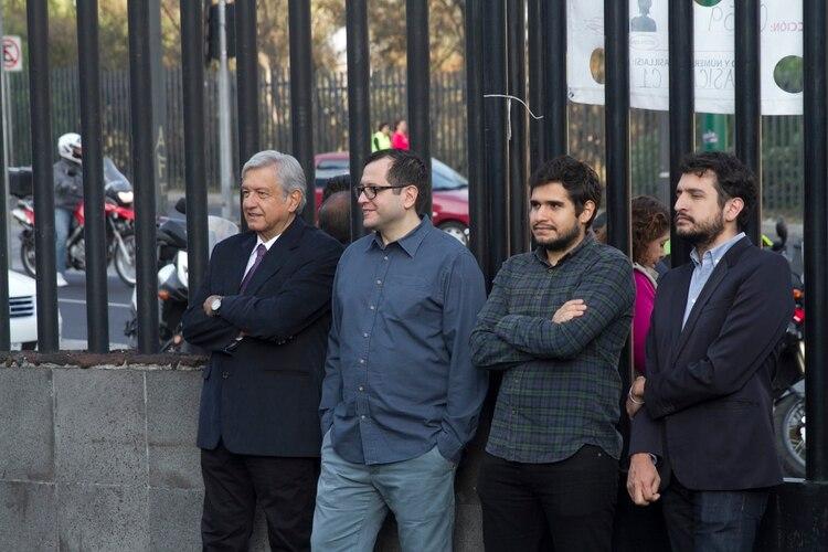 En la imagen, Andrés Manuel López Obrador y sus hijos José Ramón López Beltrán, Gonzalo Alfonso López Beltrán, y Andrés Manuel López Beltrán. (Foto: Cuartoscuro)