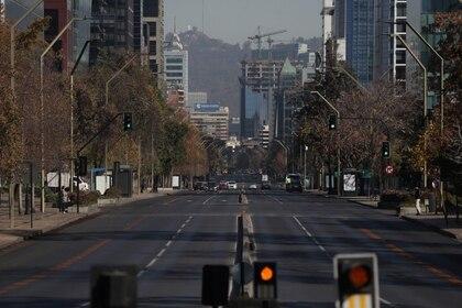 Vista general de las calles de Santiago en plena cuarentena (REUTERS/Ivan Alvarado)