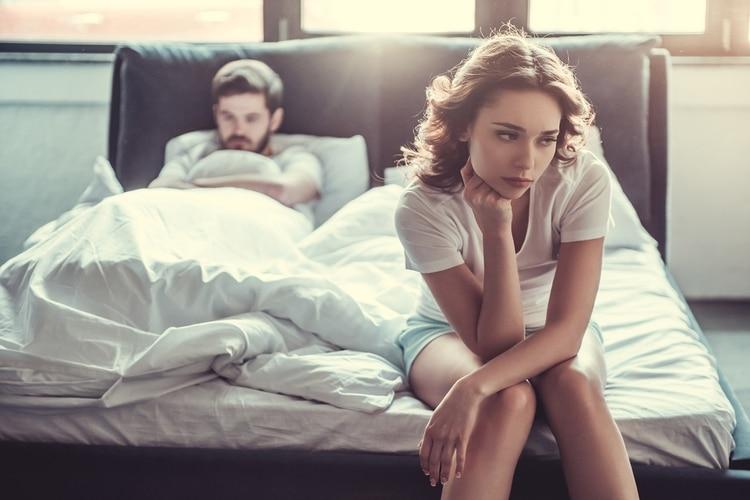 En el cuckolding, las parejas se convocan y cuentan sus experiencias de intercambio sexual en internet (Shutterstock)
