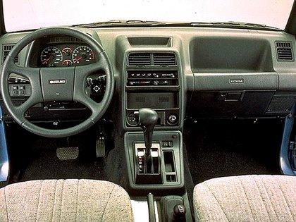 La primera generación tenía una palanca para colocar la tracción integral (Suzuki)