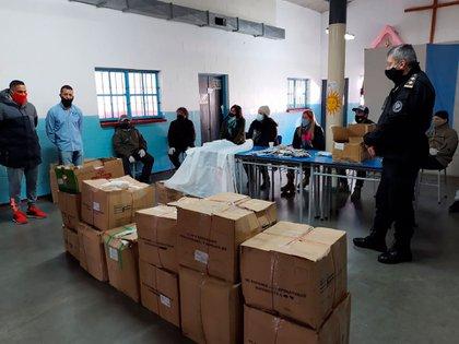 En total, ya llevan fabricados 11.950 tapabocas y 600 camisolines hospitalarios