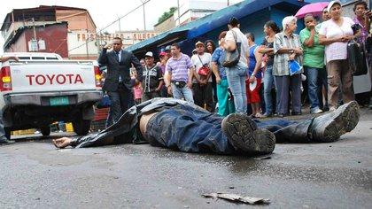 Solo El Salvador supera las cifras de violencia que registra Venezuela, donde 70 de cada 100 mil habitantes fallecen cada año asesinados