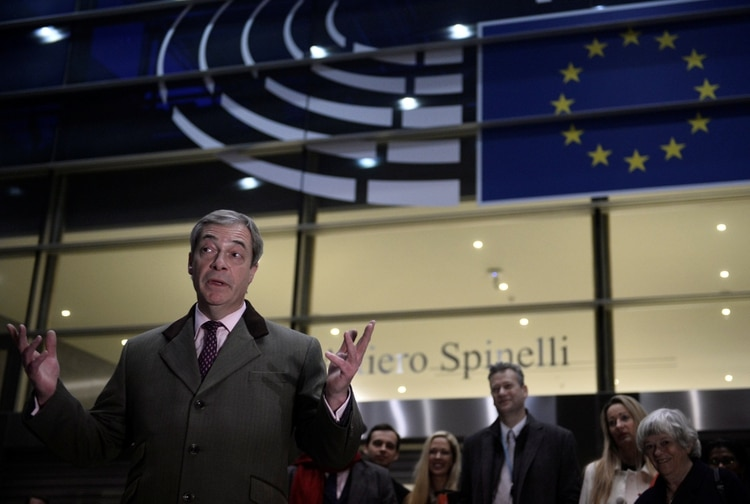 Farage frente al Parlamento Europeo. (REUTERS/Johanna Geron)