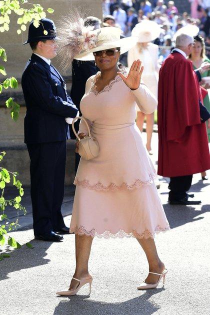 Oprah Winfrey en tono pastel y un imponente sombrero en la boda de Harry y Meghan