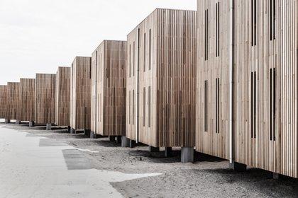 El uso más común de madera reciclada en la actualidad ocurre con la molienda completa de la madera y la fabricación de láminas de MDF para la producción de carpintería (Shutterstock)