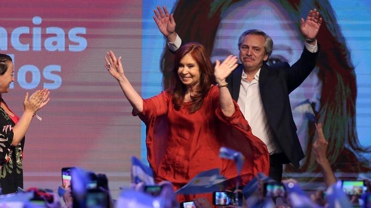 Fernández limita lo más posible sus definiciones a la situación judicial de CFK (Reuters)